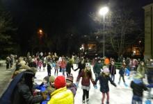 POGLEDAJTE GALERIJU: Najmlađi oduševljeni, ali ni oni stariji nisu mogli odoljeti ledu