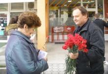 SDP-ovci dijelili karanfile uz predstojeći Dan žena