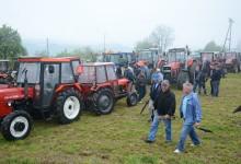 Na Uskrsni ponedjeljak tradicionalni blagoslov traktora, traktorista i polja na poznatoj Strugači u Orehovici