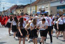 Zabočki maturanti, njih 320 plesalo Hrvatsko salonsko kolo