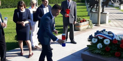 Delegacija zagorskog HDZ-a položila vijenac i zapalila svijeće za žrtve totalitarnih režima