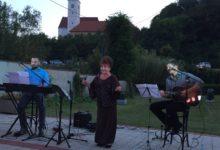 Diva Zdenka Kovačiček održala prvi samostalni koncert u Krapini, otvorena i izložba slika Željka Lesara