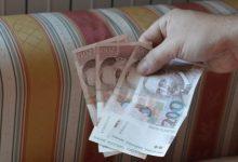 Porezni službenik izdavao nadzorne markice za veći broj nelegalnih automata na sreću