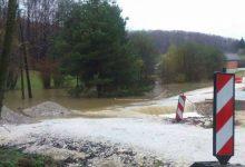 Vlak naletio na drvo, odroni zemlje i manje poplave, u Mariji Bistrici napadao snijeg