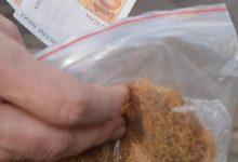 Policajci zatekli muškarca i ženu u prodaji pola kilograma rezanog duhana