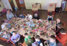 Prodajom božićnih ukrasa skupljaju novac za put u Beč
