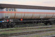 Vagon s cisternom punom plina iskočio iz tračnica