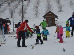 Subotnji dan stotinjak malih Zagoraca provelo u prvoj zagorskoj školi skijanja