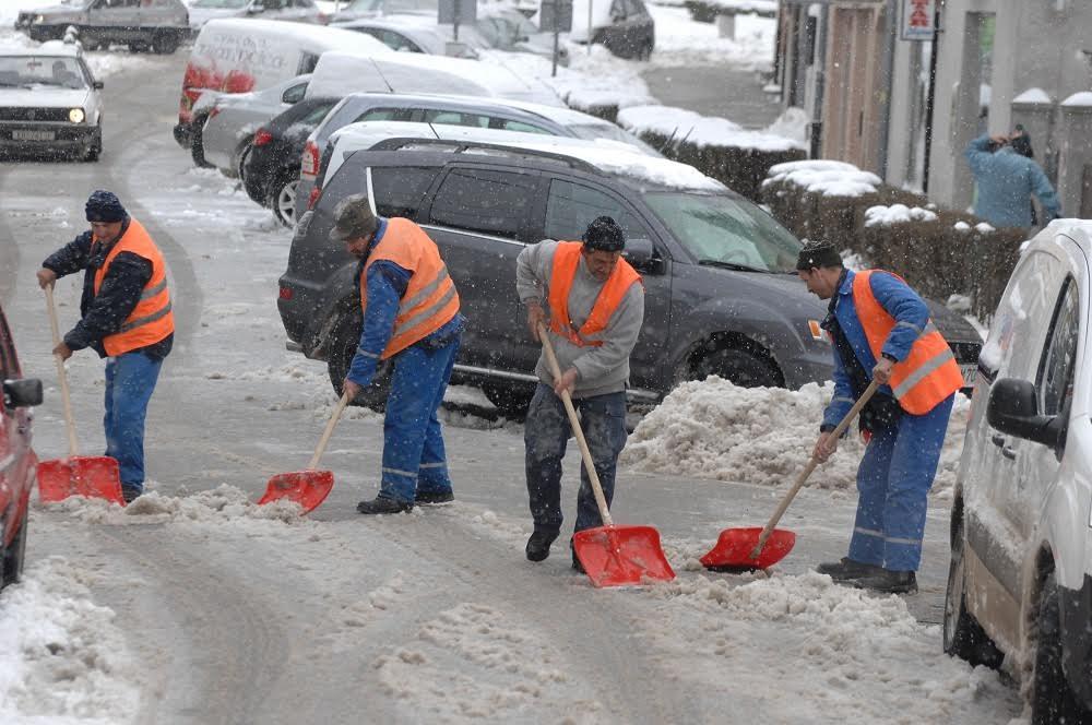 Čišćenje kolnika obavljaju Krakom i Hrvatske ceste, kada padne minimalno pet centimetara snijega