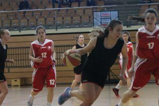 Košarkašice u produžetku svladale KK Orku, a košarkaši s velikih 25 koševa razlike KK Otočac