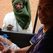 S Tuaregom u gradu Agadez, Niger