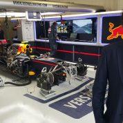 U garaži Red Bull Racinga prije Velike nagrade Meksika 2016