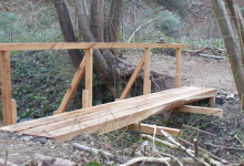 Preko potoka Vidaka postavljen je novi drveni planinarski most