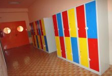 U školske hodnike postavljeno 140 novih ormarića