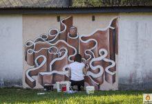 """""""Imaginarni putevi"""": Garaža uz Krapinčicu dobila novi izgled, zahvaljujući dojmljivom radu mlade krapinske umjetnice Ivane Bajcer"""