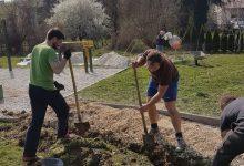 Volonteri uredili pristupne staze, postavili koševe za smeće i pripremili igralište za nadolazeću sezonu odbojke na pijesku