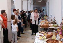 Uskrsne stolove predstavilo 16 izlagača, a posjetitelji su uživali u radionicama, umjetničkom programu te modnoj reviji