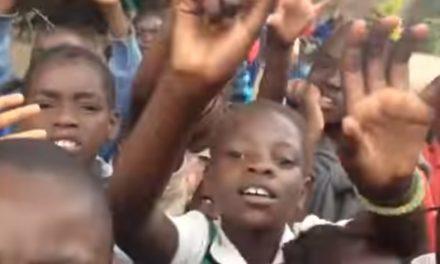 """VIDEO: Pogledajte kako maleni Afrikanci pjevaju """"Lepe ti je, Zagorje zelene"""""""