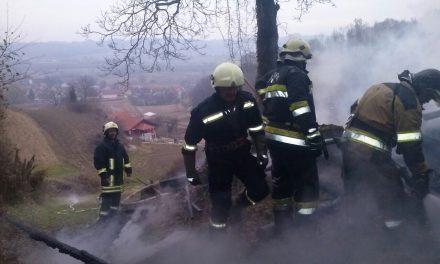 Izgorio krov i nagorjeli zidovi kuće, šteta nekoliko desetaka tisuća kuna
