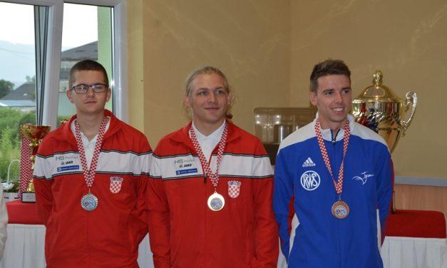Najbolji junior domaći dečko Martin Oborovečki, osvojio i prijelazni pehar za strijelca s najboljim rezultatom