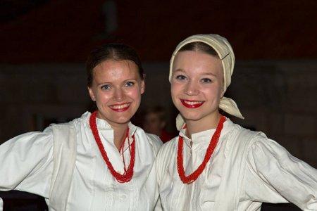 """Na """"Zagorskoj večeri"""" nastupio KUD """"Matija Gubec"""", domaćini uživali u vinu, kobasicama i siru"""