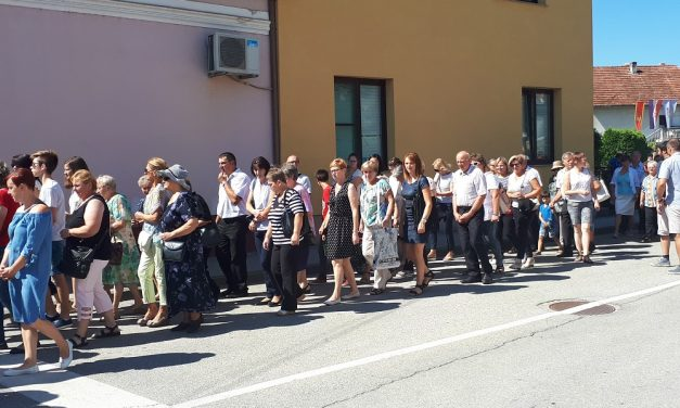 Središtem općine prošla procesija s tronom, misno slavlje predvodio rektor Nacionalnog svetišta sv. Josipa