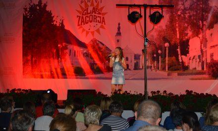 """Posjetitelji uživali u Susretu puhačkih orkestara i dječjem """"Prvom glasu Zagorja"""", a večeras nastupa i Neda Ukraden"""