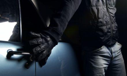 U Družilovcu provalio u kuću i ukrao novac, laptop i fotoaparat, u Svetom Mateju iz nezaključanog auta ukrao novčanik i mobitel