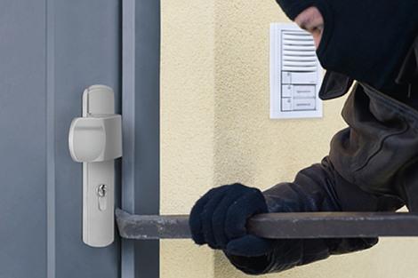 Razbio staklo na vratima kako bi opljačkao ugostiteljski objekt, no pobjegao je kad se oglasio alarm