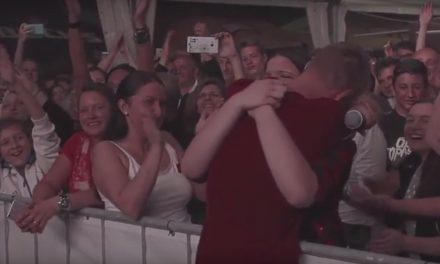 KOJA ROMANTIKA, KOJA HRABROST (VIDEO): Stjepan zaprosio Lauru na koncertu Opće Opasnosti