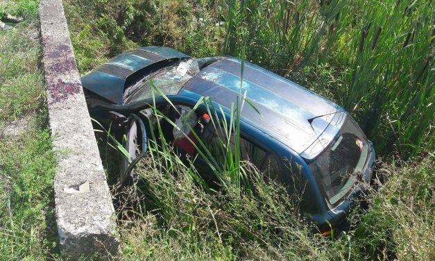 U protekla 24 sata pet prometnih nesreća, od toga u dva slijetanja automobila tri osobe ozlijeđene, jedna teško