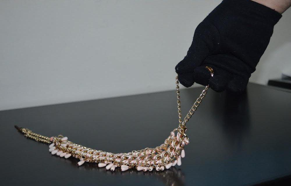 Ušao u kuću kroz otvoreni prozor i ukrao nakit vrijedan nekoliko tisuća kuna