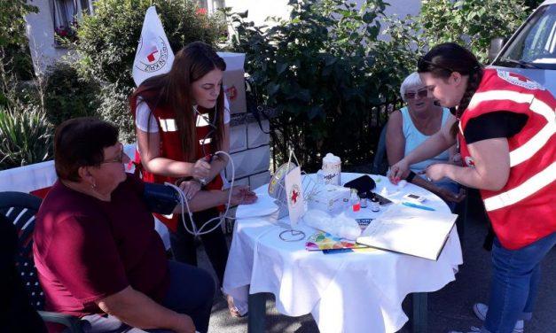 Volonteri mjerili građanima tlak i šećer, te im besplatno pružali zdravstvene savjete