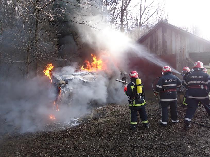 Vatrogasci uspješno ugasili vatru i spasili domaće životinje