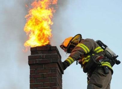 Zapalila se čađa u dimnjaku, pa su nagorjele daske kojima je bio obložen – šteta nekoliko tisuća kuna