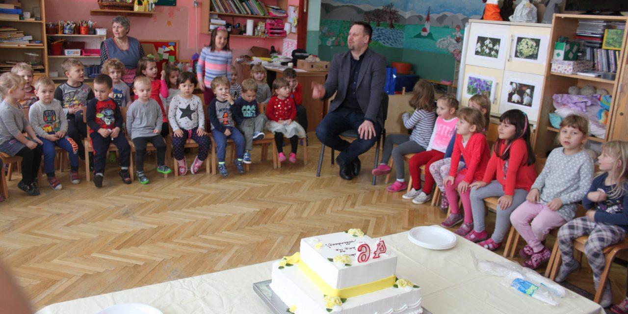 pjesme za dječji rođendan Uz tortu, balone i radosnu pjesmu, oroslavski Dječji vrtić  pjesme za dječji rođendan