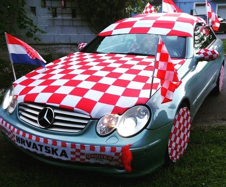 Ukrašavaju se automobili, daruje krv u dresovima, a navijačke pjesme pjeva i klapa