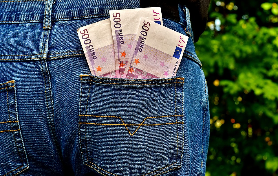 Pitao ga da mu razmijeni 500 eura, a kad je izvadio novac, istrgnuo mu ga iz ruke i pobjegao – još trojica su zadržavala opljačkanog da ga ne sustigne
