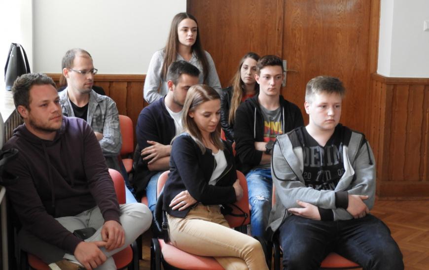 Vrijeme je da se mladi uključe u proces donošenja odluka te da se kroz centar za mlade aktiviraju u zajednici!