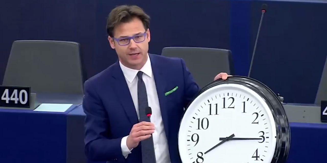 Europljani se zalažu za ukidanje pomicanja satova na proljeće i u jesen – jeste li glasali?