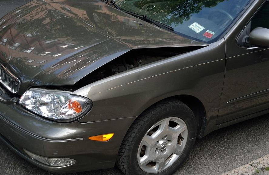 U izlijetanju automobila s ceste jedna osoba zadobila lakše tjelesne ozljede