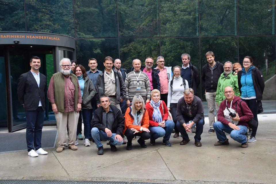 Dvadesetak geologa iz cijelog svijeta, sudionika Slovenskog geološkog kongresa,  posjetilo Muzej krapinskih neandertalaca