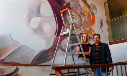 OD DVORCA DO LIKOVA IZ LEKTIRE: Mlada umjetnica Anita Genc znamenitostima bednjanskog kraja oslikala unutarnji zid OŠ u Bednji